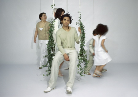 800_swing_with_the_plants.jpg