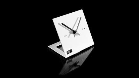 8_clock_bgblack.jpg