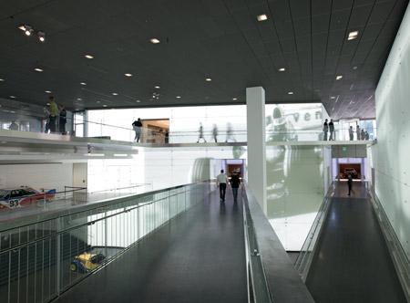 bmw-museum-munich-08_bmw-platz.jpg