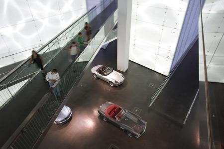 bmw-museum-munich-09_bmw-platz.jpg