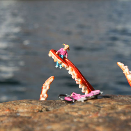 ground-zero-by-slinkachu-20-inches-under-the-sea-2.jpg