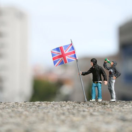 ground-zero-by-slinkachu-british-heroes-1-blog.jpg