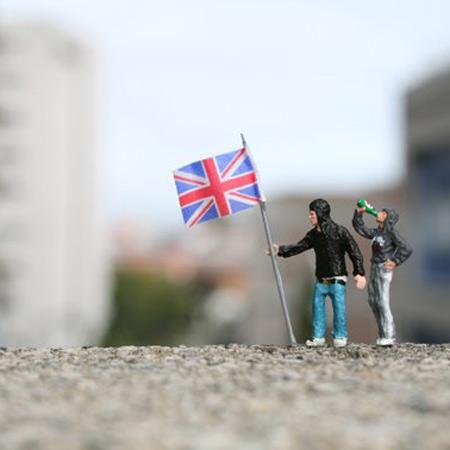 ground-zero-by-slinkachu-british-heroes-1-blog.jpg