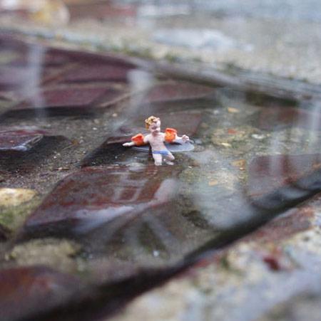 ground-zero-by-slinkachu-manhole-swimming-1-blog.jpg