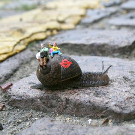 ground-zero-by-slinkachu-snail-bus-1-blog.jpg