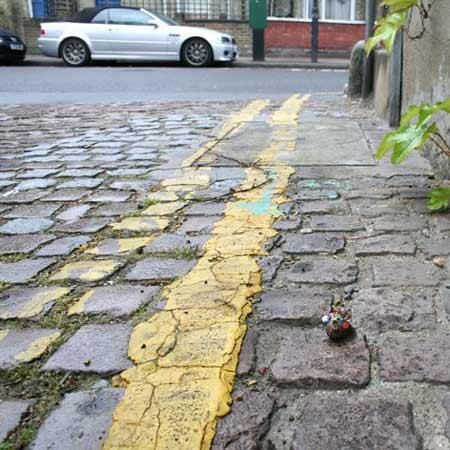 ground-zero-by-slinkachu-snail-bus-2-blog.jpg