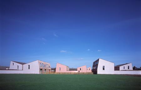 eco-minimal-housing-by-mikhail-2.jpg