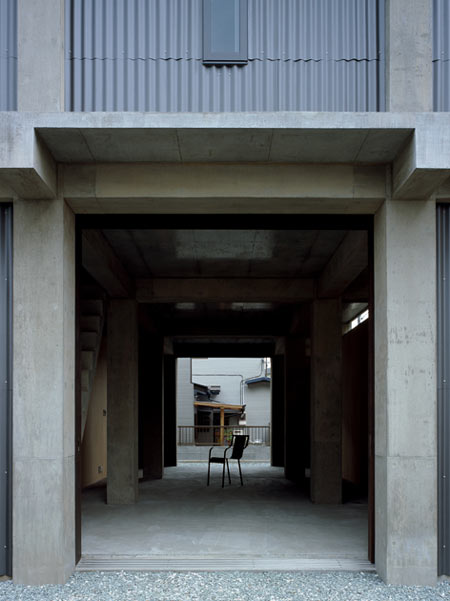 column-and-slab-house-by-ft-architects-03out.jpg