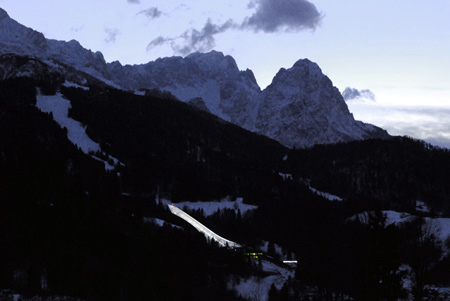 olympic-ski-jump-by-terrain-loenhartmayr-oss_terrain_night_2478.jpg