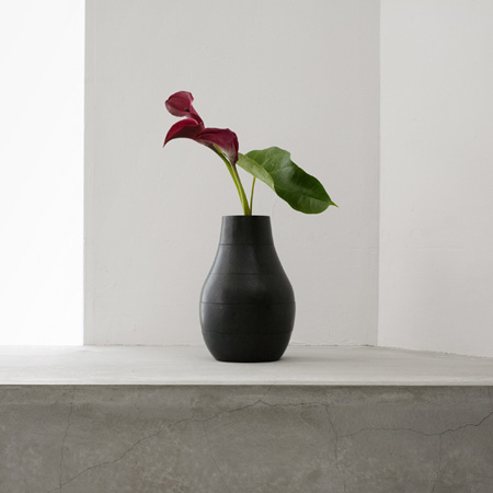 Shifting Vase by Isolation Unit