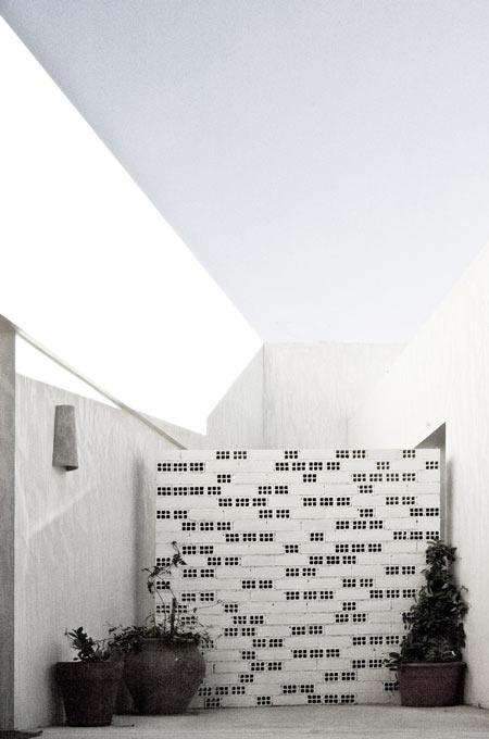 casa-llorens-by-eneseis-arquitectura-04.jpg