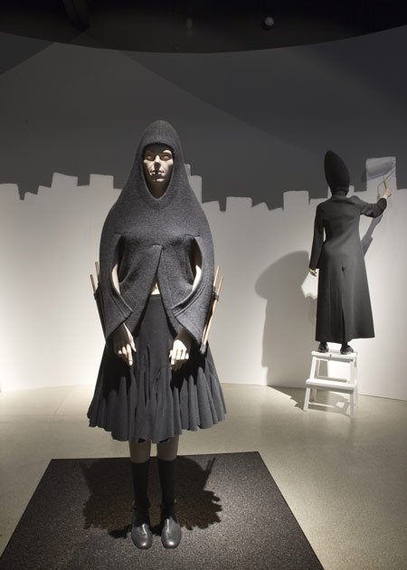hussein-chalayan-at-the-design-museum-d-hc-panoramic-aw-1998-cre.jpg