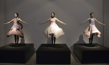 hussein-chalayan-at-the-design-museum-hc-airborne-aw-2007credit.jpg
