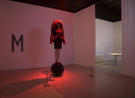 hussein-chalayan-at-the-design-museum-m-hc-genometrics-aw-2005-c.jpg