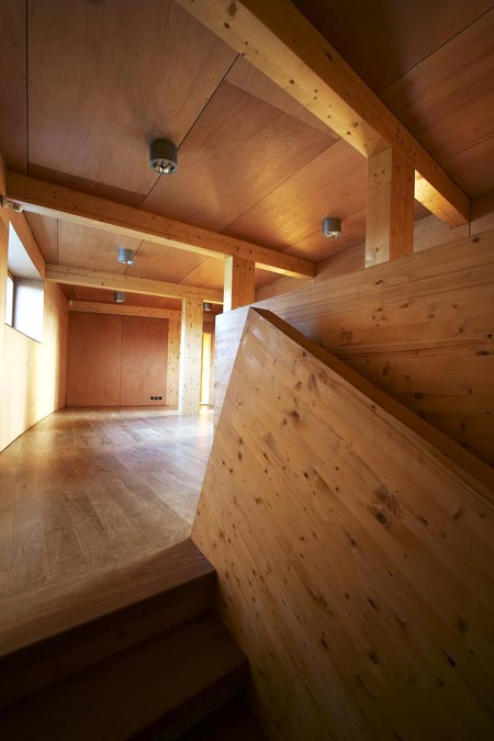 slunakov-by-projektil-architekti-staircase-to-2-floor.jpg