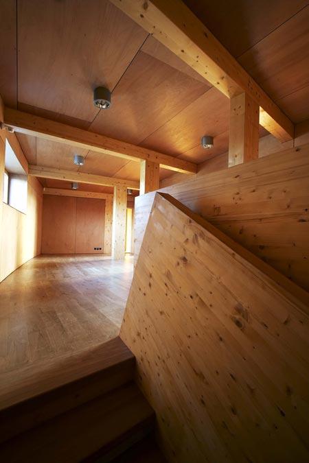 slunakov-by-projektil-architekti-staircase-to-2-floor.jpg