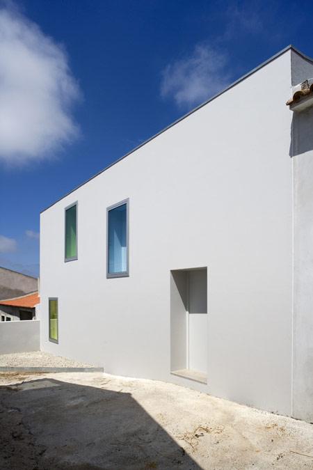house-at-sobral-da-lagoa-by-bak-gordon-04608pr080630_031d.jpg