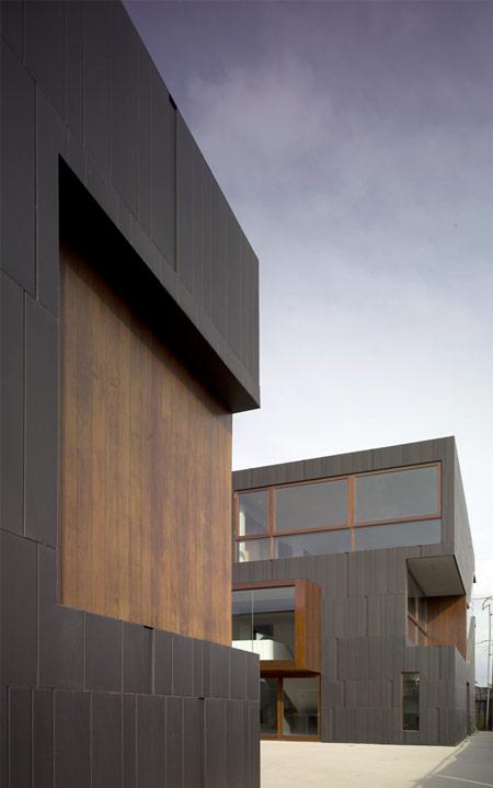 mush-residence-by-studio-010-architects-mush_extentryway.jpg