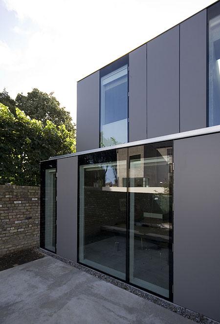 a-house-by-fkl-architects-0810_slr_back_11.jpg