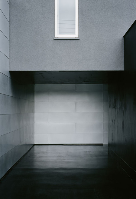 house-of-depth-by-formkouichi-kimura-architects-02_knsh_041_s.jpg