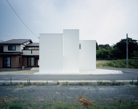 house-of-diffusion-by-formkouichi-kimura-architects-02_kkmh_102_s.jpg