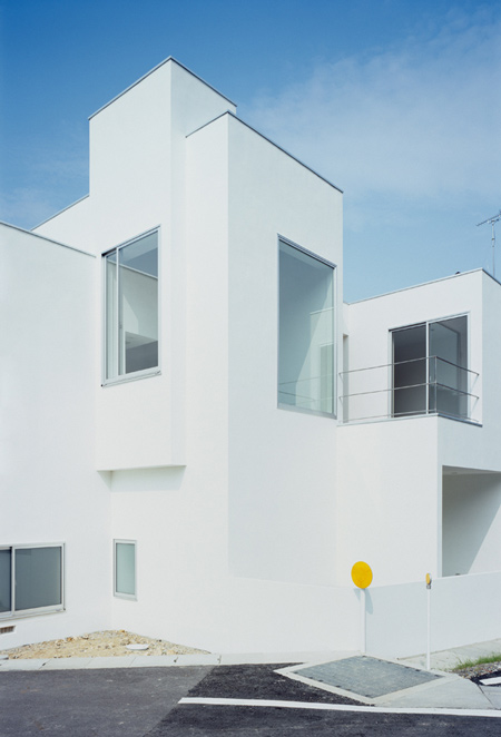 house-of-diffusion-by-formkouichi-kimura-architects-03_kkmh_119_s.jpg