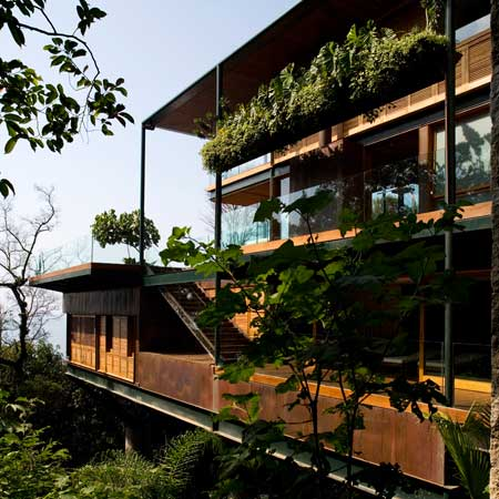 Guarujá House by Bernardes + Jacobsen