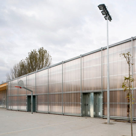 School Gym 704 by H Arquitectes