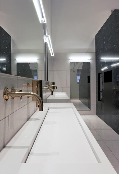 va-washrooms-by-glowacka-rennie-08_copyright_aw.jpg