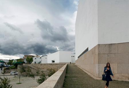duccio-malagamba-photographs-alvaro-siza-parish-centre-marco-de-canaveses-3.jpg