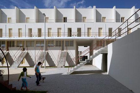 duccio-malagamba-photographs-alvaro-siza-saal-bouca-housing-2.jpg