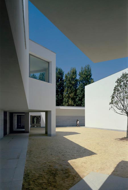 duccio-malagamba-photographs-alvaro-siza-serralves-foundation-2.jpg
