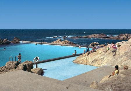 duccio-malagamba-photographs-alvaro-siza-swimming-pool-leca-da-palmeira.jpg