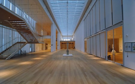 modern-wing-at-the-art-institute-of-chicago-by-renzo-piano-griffin_court.jpg