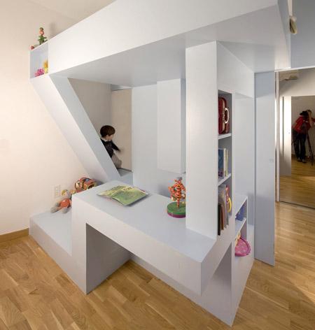 Французские дизайнеры показали, как из одной комнаты сделать две.
