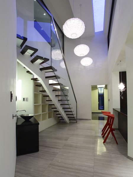 z-house-by-hohyun-park-hyunjoo-kim_entrance-corridor-and-stair.jpg