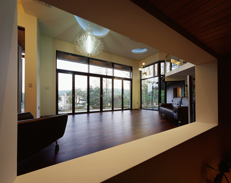 z-house-by-hohyun-park-hyunjoo-kim_livingarea-view-from-librar.jpg