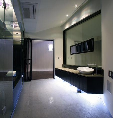 z-house-by-hohyun-park-hyunjoo-kim_master-bathroom02.jpg