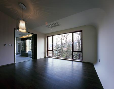 z-house-by-hohyun-park-hyunjoo-kim_master-bedroom.jpg