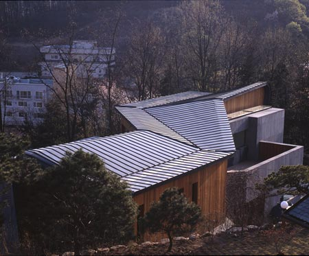 z-house-by-hohyun-park-hyunjoo-kim_shape-of-roof.jpg