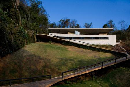 pl-house-by-fernando-maculanpedro-morais-04.jpg