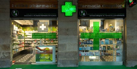 plaza-nueva-pharmacy-by-mobil-m_escaparate.jpg