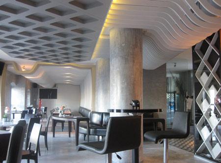 izz-cafe-restaurant-by-ugur-kose-and-batu-palmer-10.jpg