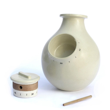 Vase and kitchen timer by Studio Lama