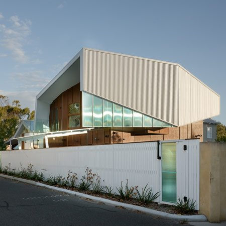 swan-street-residence-by-iredale-pedersen-hook-architects-top.jpg