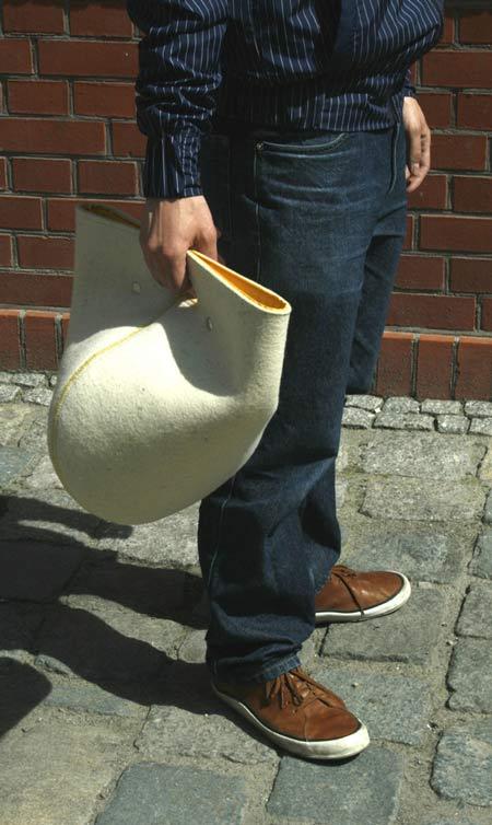 В новом каталоге вы встретите и ряд вариантов сумок унисекс.