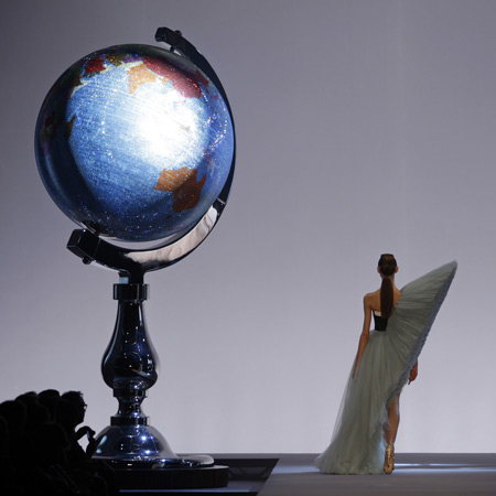 Viktor & Rolf scenography by Studio Job
