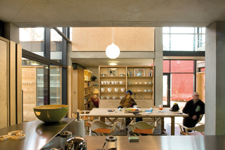 dzn_Maggies Centre wins Stirling Prize 03