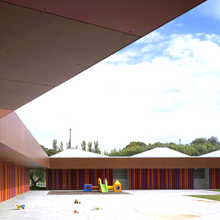 dzn_Kindergarten-in-Rosales-del-Canal-by-Magén-Arquitectos-1