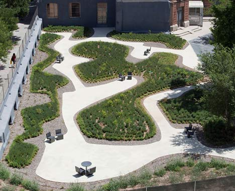 Garden in Madrid by Estudio Caballero Colón